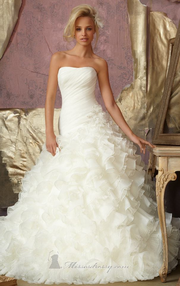 Beautiful modern wedding gowns wedding ideas for Chic modern wedding dresses