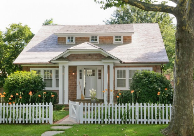 Admirable 18 Cute Small Houses That Look So Peaceful Style Motivation Largest Home Design Picture Inspirations Pitcheantrous