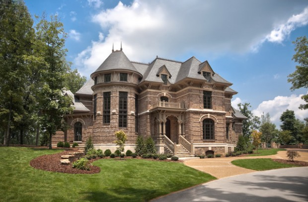 Gorgeous Houses That Look Like Castles