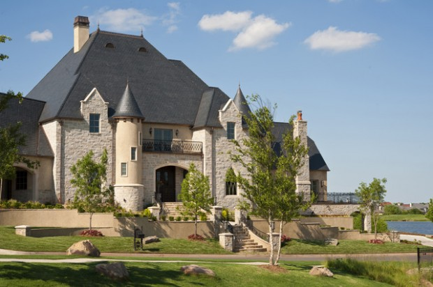 19 gorgeous houses that look like castles style motivation for Castle style homes