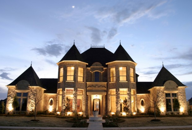 20 Gorgeous Houses That Look Like a Castles (14)