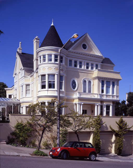 20 Gorgeous Houses That Look Like a Castles (15)