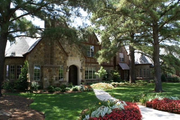 20 Gorgeous Houses That Look Like a Castles (18)