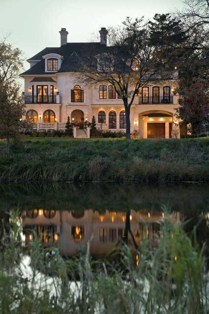 20 Gorgeous Houses That Look Like a Castles (2)