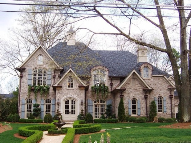 20 Gorgeous Houses That Look Like a Castles (20)