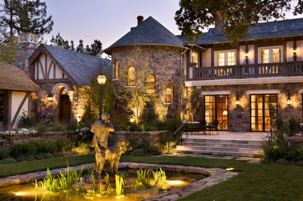20 Gorgeous Houses That Look Like a Castles (4)