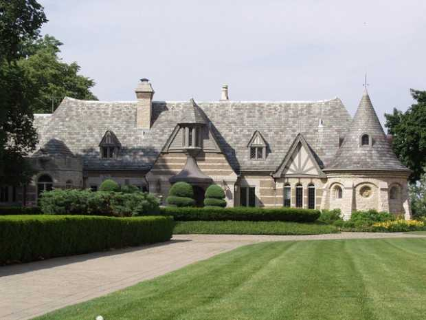 20 Gorgeous Houses That Look Like a Castles (9)
