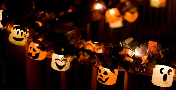 19 great diy halloween garlands and banners for perfect halloween home decor - Halloween Home Decor