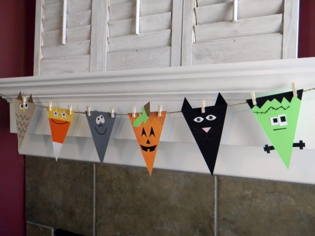20 Great DIY Halloween Garlands and Banners for Perfect Halloween Home Decor (11)