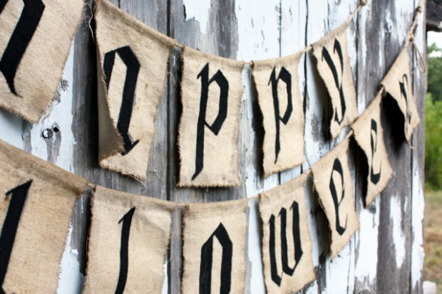 20 Great DIY Halloween Garlands and Banners for Perfect Halloween Home Decor (15)