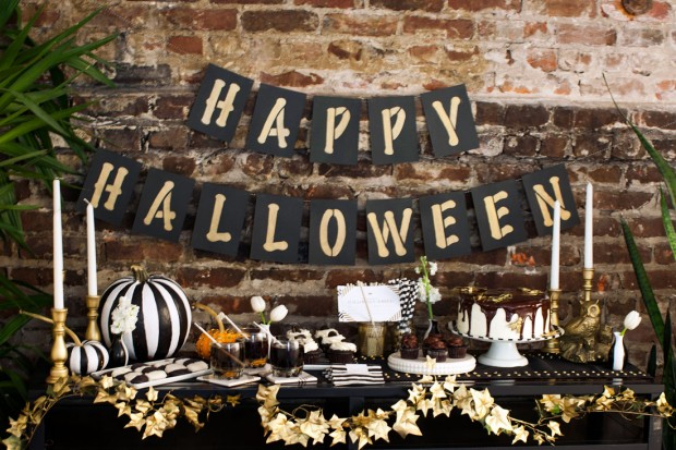 20 Great DIY Halloween Garlands and Banners for Perfect Halloween Home Decor (18)