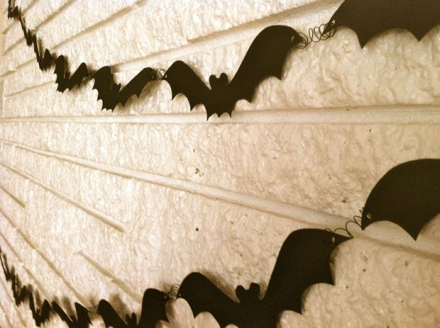 20 Great DIY Halloween Garlands and Banners for Perfect Halloween Home Decor (4)