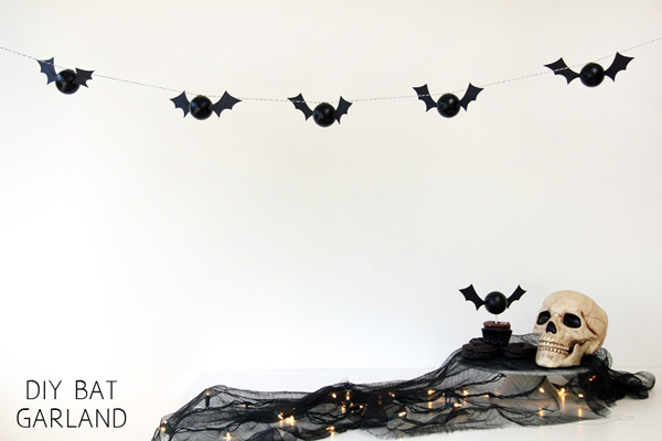 20 Great DIY Halloween Garlands and Banners for Perfect Halloween Home Decor (7)