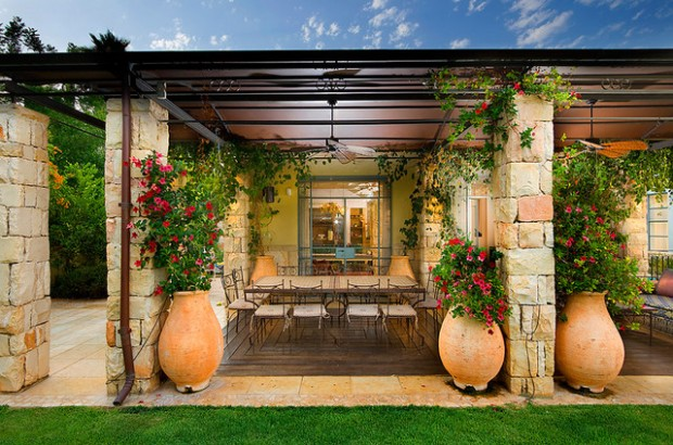21 Amazing Floral Decoration Ideas for Your Outdoor Area
