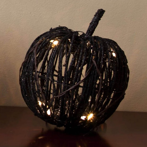 A Large Collection of Hair-raising Halloween Decorations (15)