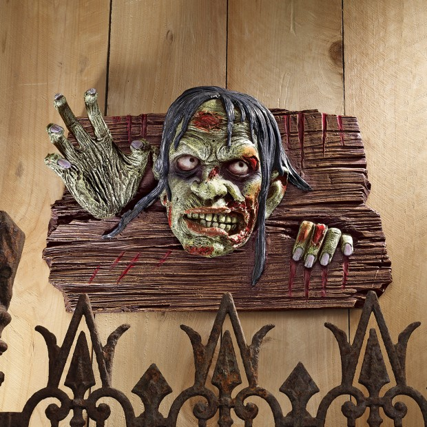 A Large Collection of Hair-raising Halloween Decorations (24)