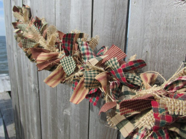 15 Cute and Handmade Christmas Garlands (5)