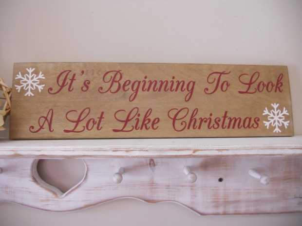 15 Incredible Christmas Sign Decorations  (7)
