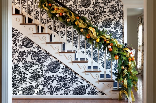 16 Awesome Christmas Stairs Decoration Ideas (1)