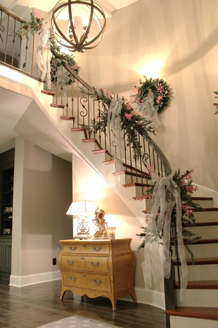 16 Awesome Christmas Stairs Decoration Ideas (10)