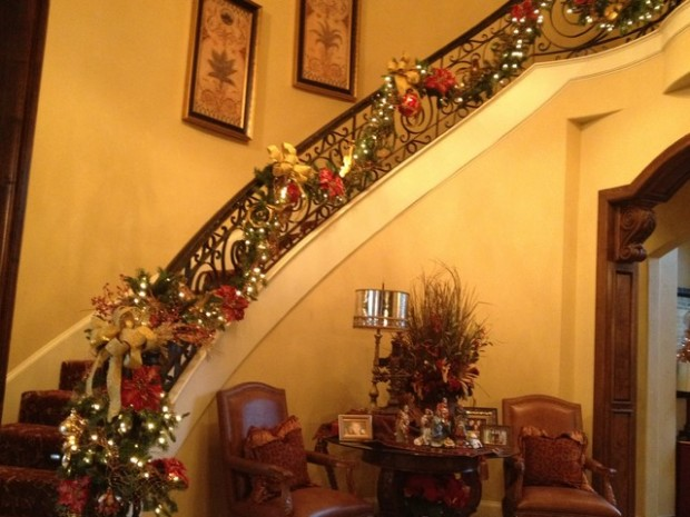 16 Awesome Christmas Stairs Decoration Ideas (11)