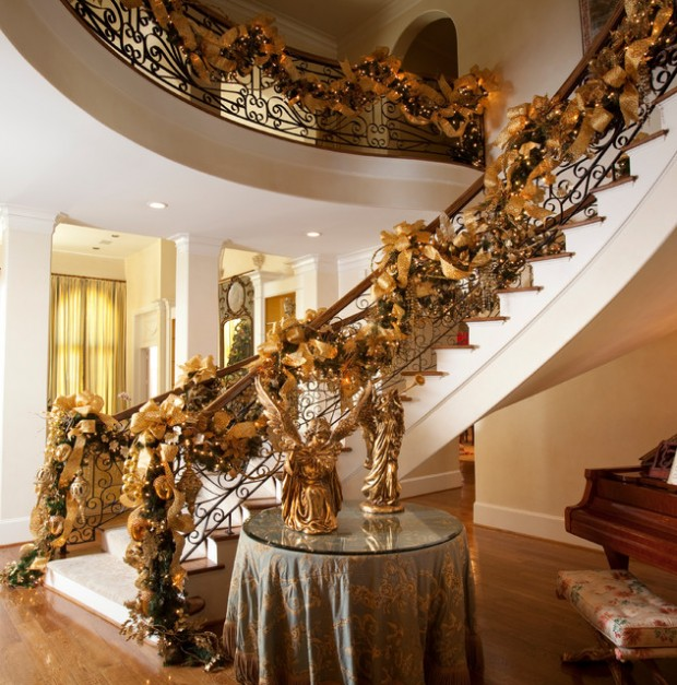 16 Awesome Christmas Stairs Decoration Ideas (12)