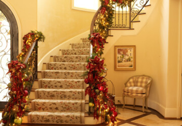 16 Awesome Christmas Stairs Decoration Ideas - Christmas stairs decoration, christmas decoration, Christmas