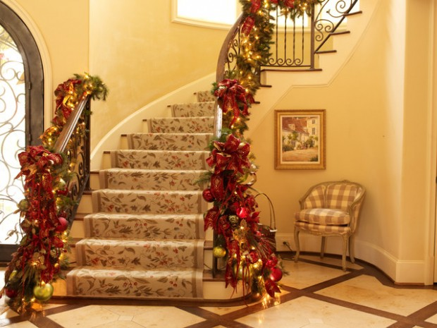 16 Awesome Christmas Stairs Decoration Ideas - Style Motivation