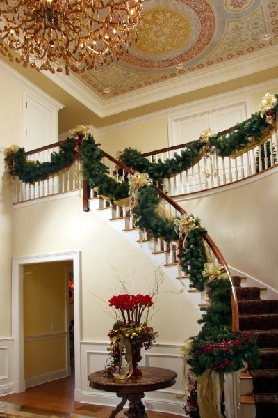 16 Awesome Christmas Stairs Decoration Ideas (5)