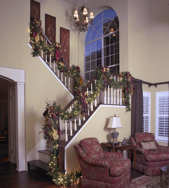 20 Magical And Crafty Ways To Decorate An Indoor Staircase: 16 Awesome Christmas Stairs Decoration Ideas