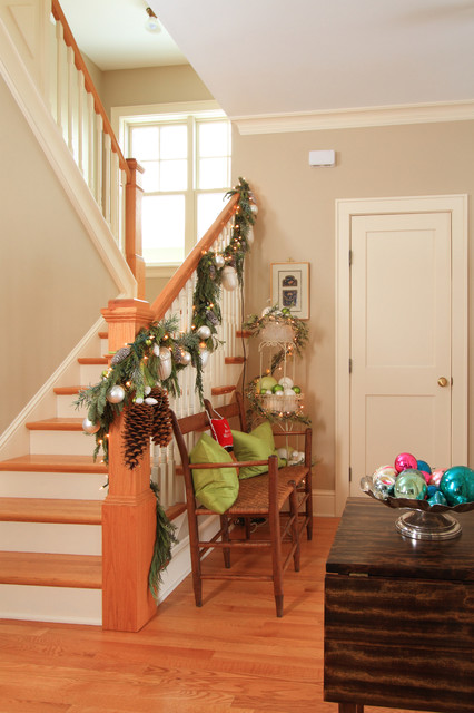 16 Awesome Christmas Stairs Decoration Ideas (9)