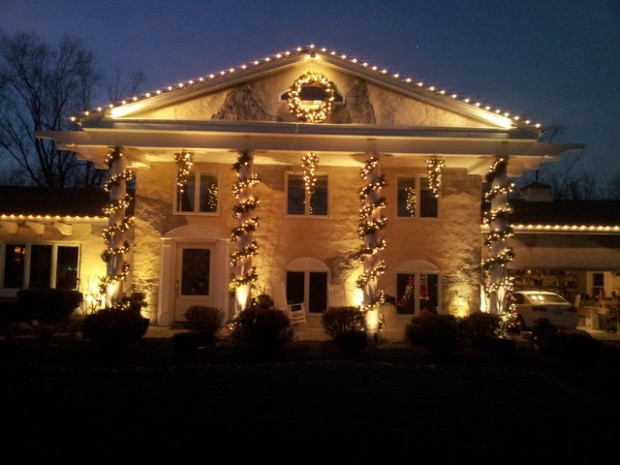 17 Beautiful Ideas for Exterior Christmas Decor (10)