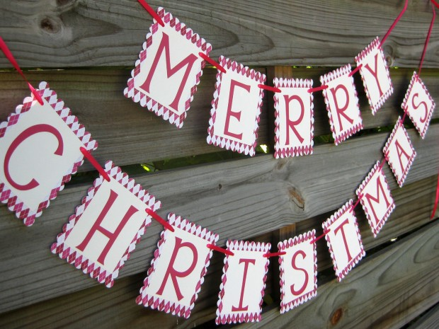 20 Amazing Decorating Ideas with Christmas Banners (11)