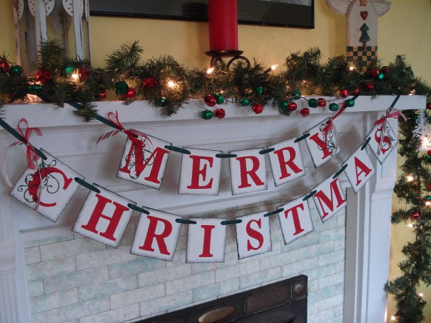 20 Amazing Decorating Ideas with Christmas Banners (19)