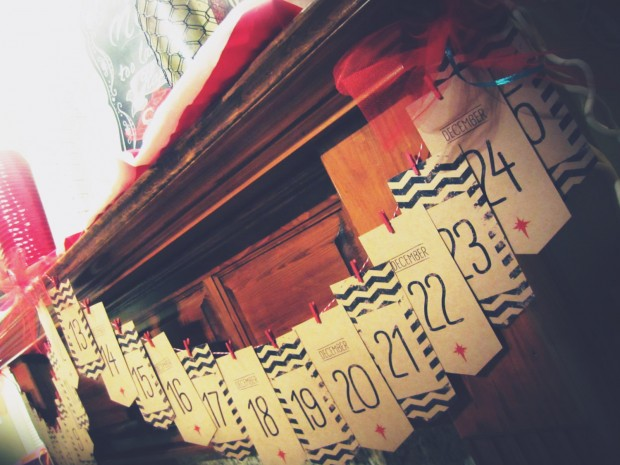 20 Amazing Decorating Ideas with Christmas Banners (3)