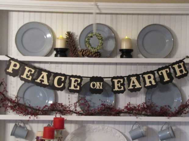 20 Amazing Decorating Ideas with Christmas Banners (7)