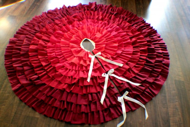 20 Beautiful Christmas Tree Skirt Designs (1)