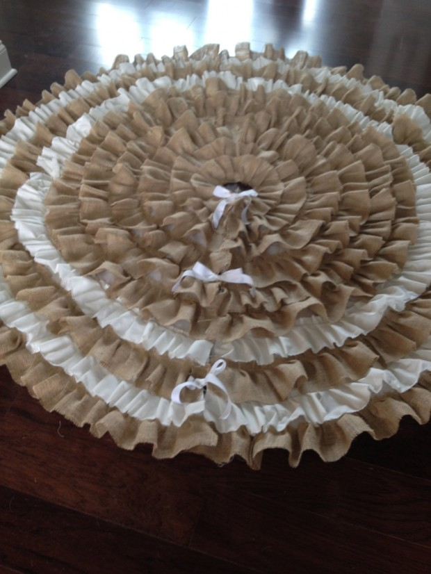 20 Beautiful Christmas Tree Skirt Designs (13)