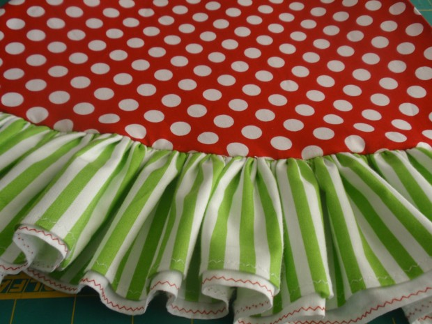20 Beautiful Christmas Tree Skirt Designs (16)