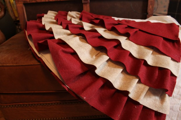 20 Beautiful Christmas Tree Skirt Designs (19)