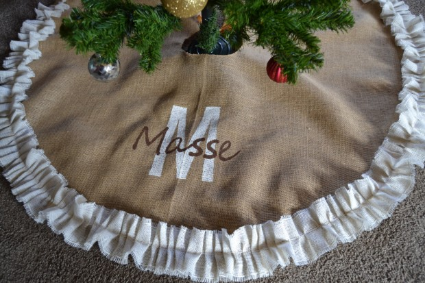 20 Beautiful Christmas Tree Skirt Designs (2)