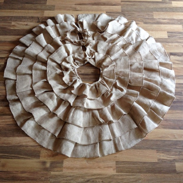 20 Beautiful Christmas Tree Skirt Designs (9)