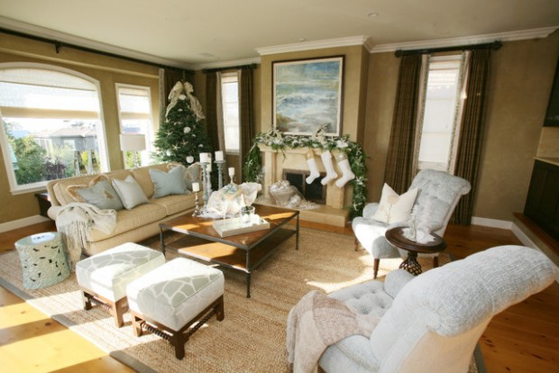 20 Brilliant Ideas How to Decorate Your Living Room for Christmas (9)