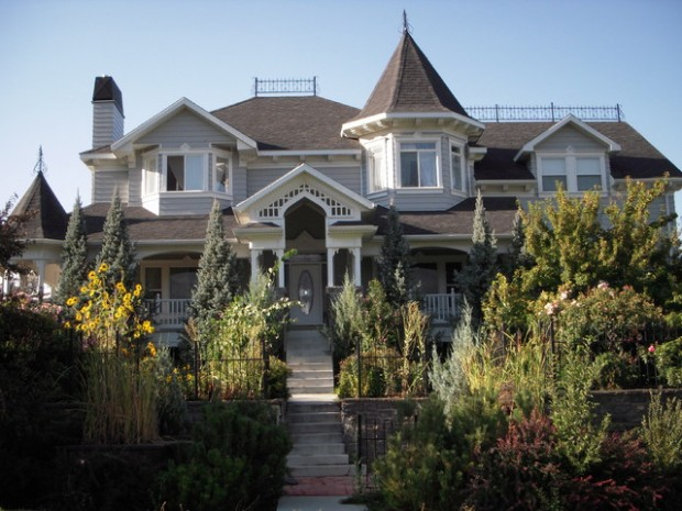 20 Gorgeous Houses in Victorian Style (9)