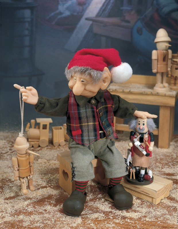22 Awesome Christmas Figurine Decorations (5)