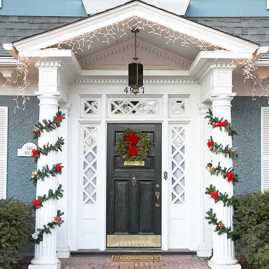 20 great christmas front door decorating ideas style for Door garland christmas