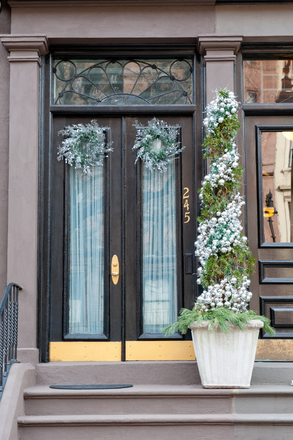 20 Great Christmas Front Door Decorating Ideas