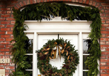 20 Great Christmas Front Door Decorating Ideas - Front door, Christmas front door decor, christmas decoration, Christmas