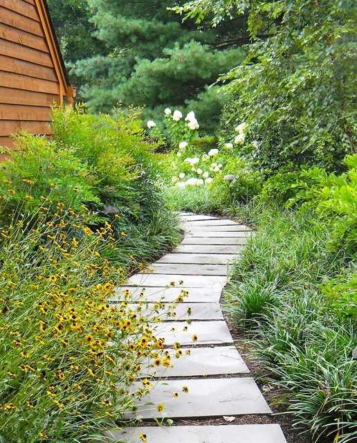 Walkways And Paths: 20 Great Ideas For Perfect Garden Path