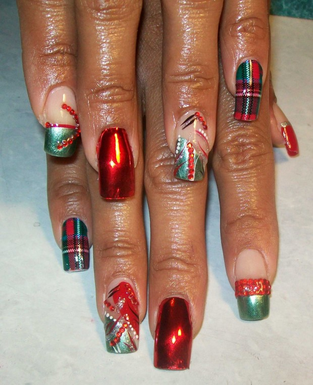 23 Amazing Christmas Nail Design Ideas (17)